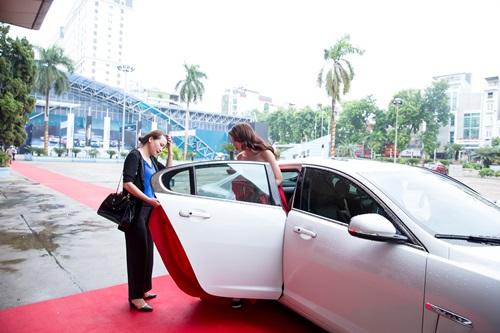 Hoa hậu Kỳ Duyên đẹp lạ với đầm cúp ngực dự sự kiện 7