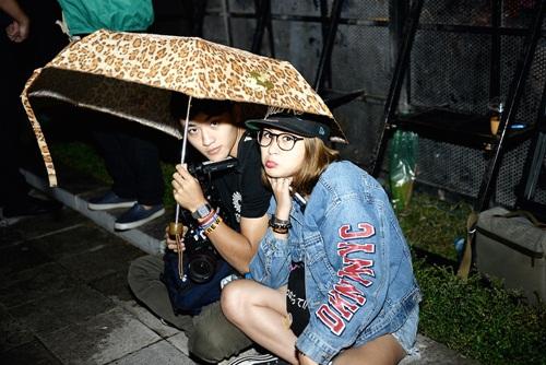 Khán giả đội mưa cổ vũ cho Moonson 3