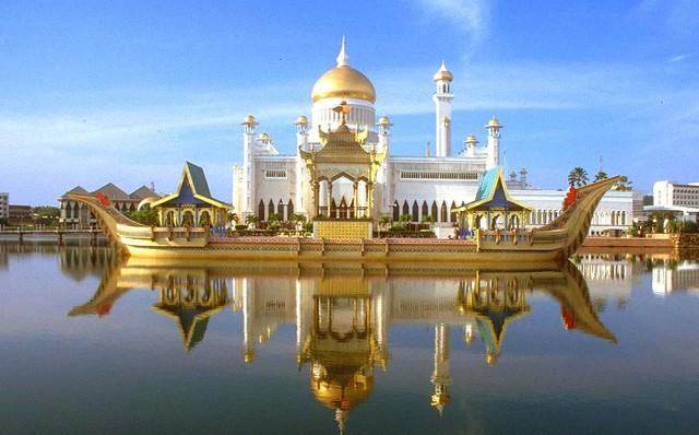 Đời sống xa hoa của quốc vương Brunei 1