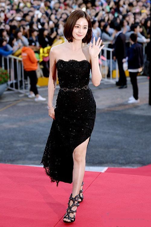 Kim Tae Hee đẹp lấn án dàn sao trẻ trên thảm đỏ 2