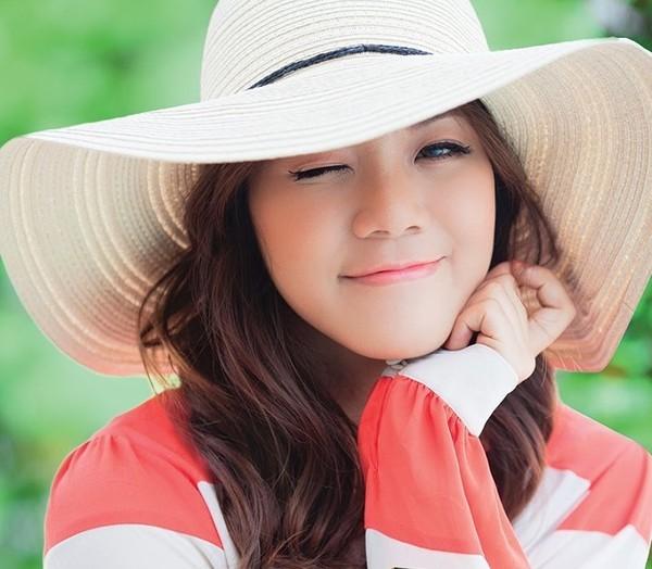 Cô gái xinh đẹp người Mỹ gốc Việt cover 'Thằng Cuội' bằng 6 thứ tiếng 1