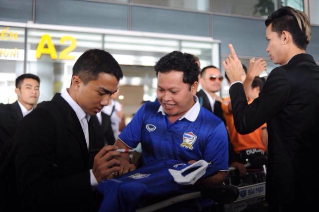 Có mặt tại Hà Nội, HLV Kiatisuk đặt mục tiêu đánh bại tuyển Việt Nam 1