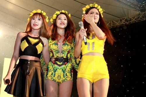 Bảo Anh tất bật chạy show giữa trời mưa bão Hà Nội 3