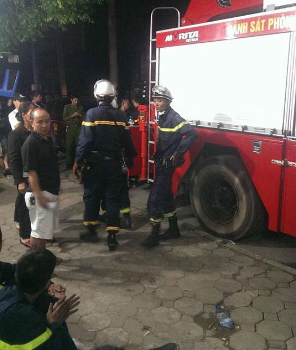 """Hỏa hoạn tại chung cư Xa La: Hàng trăm chiến sỹ """"mệt nhoài"""" sau 4 giờ chữa cháy và cứu nạn 7"""