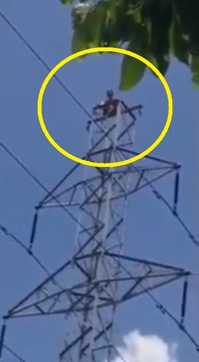 Nghi ngáo đá, nam thanh niên trèo lên cột điện cao thế 2