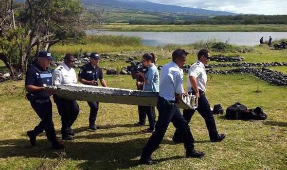 Phát hiện mảnh vỡ và thi thể nghi của MH370 tại Philippines 1