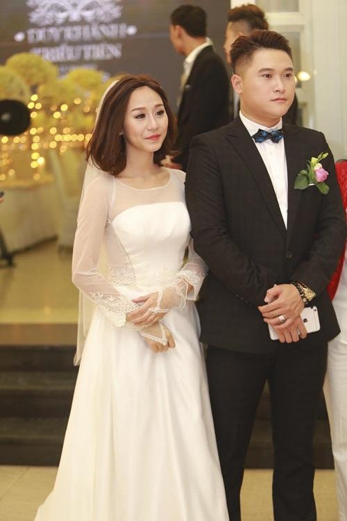 Tuấn Hưng cùng vợ tới mừng đám cưới Vũ Duy Khánh 6