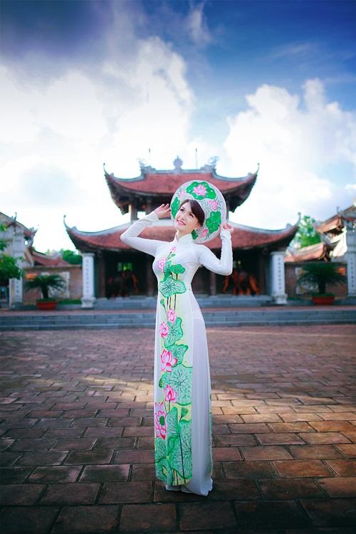 Hot girl Diễm Trinh đẹp tinh khôi trong áo dài 3