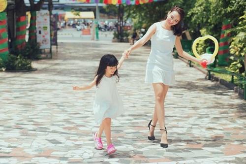 Con gái 5 tuổi xinh như thiên thần của Hoa hậu Ngọc Diễm 8