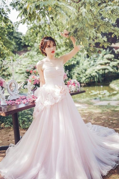Hương Giang Idol đẹp khó cưỡng khi lần đầu làm cô dâu 4