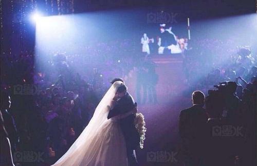 Angela Baby và Huỳnh Hiểu Minh tung bộ ảnh hài hước sau đám cưới 17