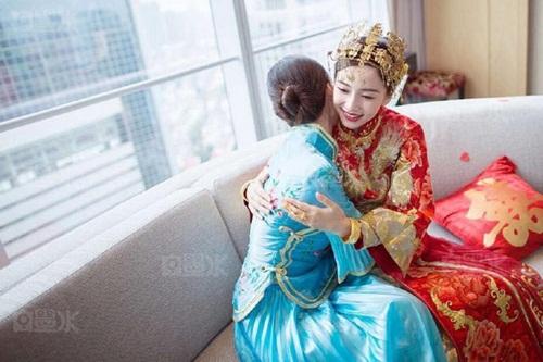 Angela Baby và Huỳnh Hiểu Minh tung bộ ảnh hài hước sau đám cưới 8