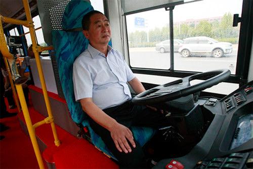 Cận cảnh xe buýt không người lái ở Trung Quốc 1