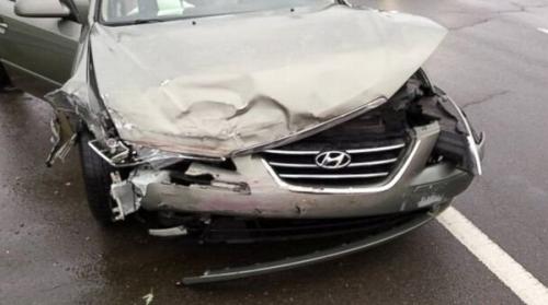 Hình ảnh Cô dâu xách váy cưới đến hiện trường tai nạn giao thông cứu bố số 6