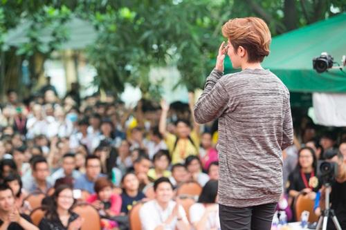 Gil Lê được sinh viên Ngoại thương cuồng nhiệt chào đón 5