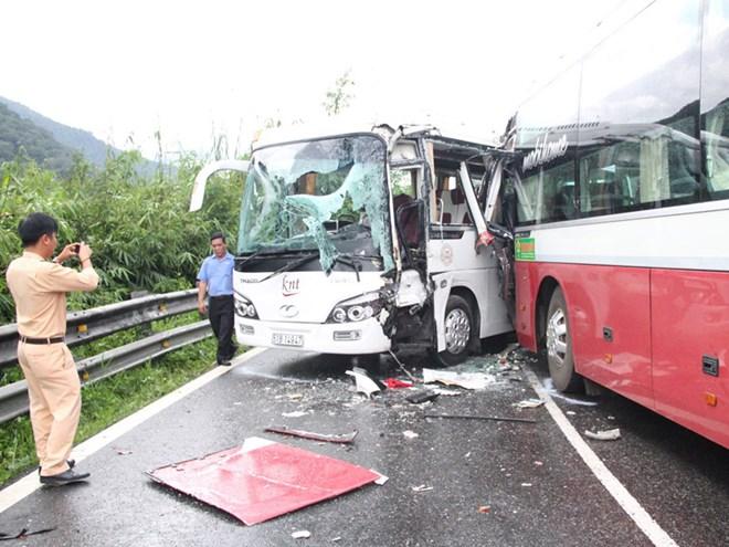 Hiện trường vụ tai nạn giao thông nghiêm trọng trên đèo Bảo Lộc 1