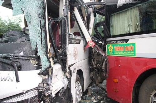Hiện trường vụ tai nạn giao thông nghiêm trọng trên đèo Bảo Lộc 2