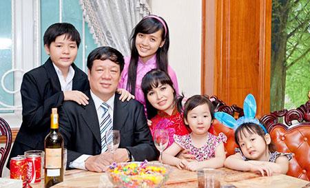 Những bà mẹ đông con và viên mãn nhất showbiz Việt 3