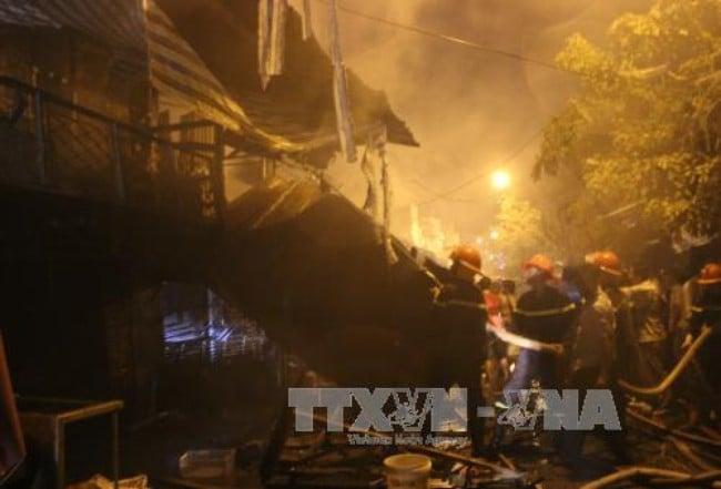 Hỏa hoạn thiêu rụi 4 căn nhà ở Cà Mau 1