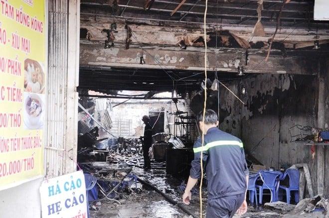 Sập nhà sau tiếng nổ lớn ở Sài Gòn, hai mẹ con ôm nhau tử vong 3