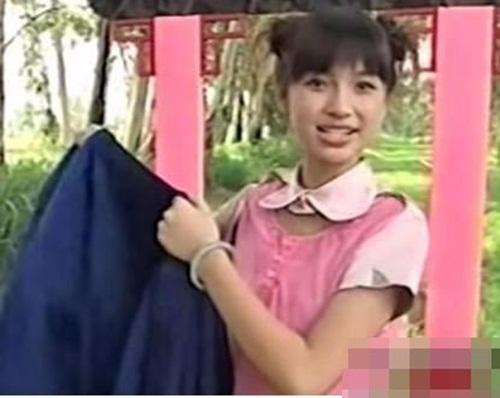 Ngã ngửa với hình ảnh tuổi 15 của Angela Baby 3