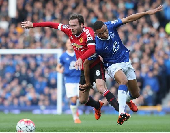 HLV Van Gaal lý giải việc loại bỏ Mata ở trận thắng Everton 1