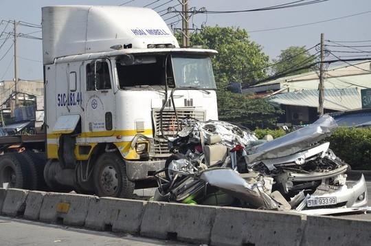 Container tông ôtô, 5 người chết: Gia hạn điều tra vụ tai nạn 1