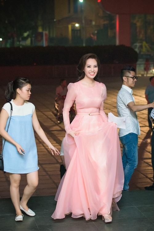 Á hậu Thụy Vân đọ sắc cùng Hồng Nhung tại sự kiện 1