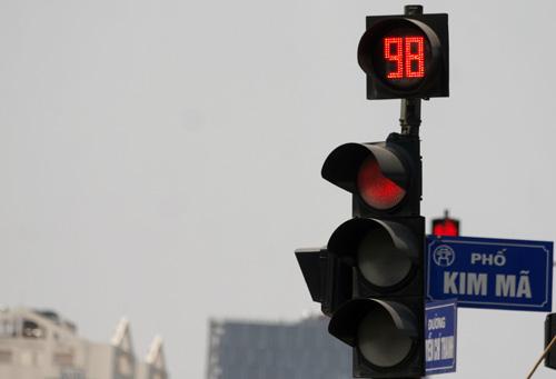 Dừng đèn đỏ tắt máy có thật sự tiết kiệm xăng? 1