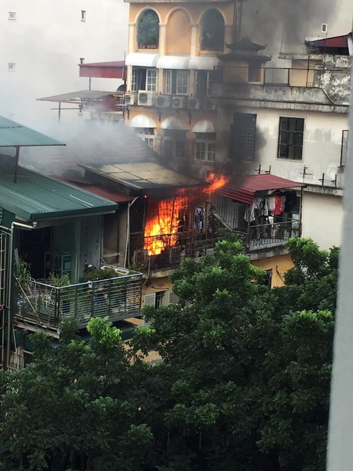 Hà Nội: Cháy lớn tại khu tập thể cũ ở phố Trần Quốc Toản  1