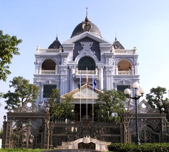 Chiêm ngưỡng hàng cổng đắt giá nhất của đại gia Việt 6