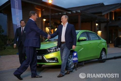 Tổng thống Putin trải nghiệm xe Lada 160 triệu đồng 1