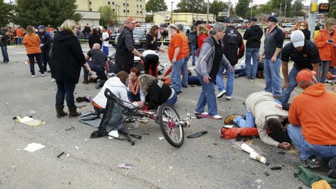 Mỹ: Nữ tài xế say rượu tông thương vong gần 50 người 4