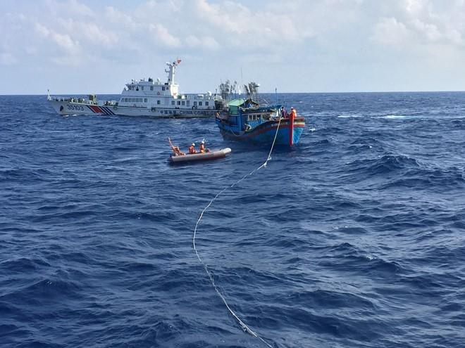 Thuyền trưởng kể lại giây phút tàu cứu nạn bị tàu Trung Quốc cản trở 1