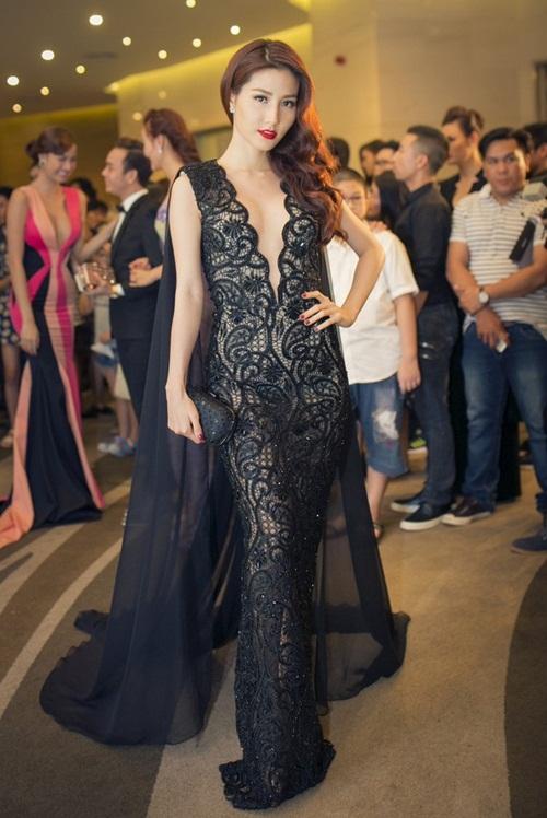 Sao Việt mặc đẹp tuần qua: Ngọc Trinh diện bộ váy đính lông vũ mềm mại, nữ tính 4