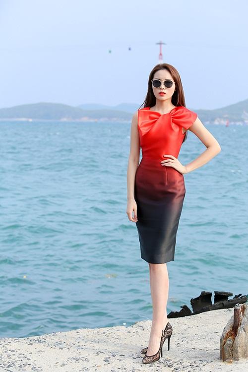 Sao Việt mặc đẹp tuần qua: Ngọc Trinh diện bộ váy đính lông vũ mềm mại, nữ tính 2