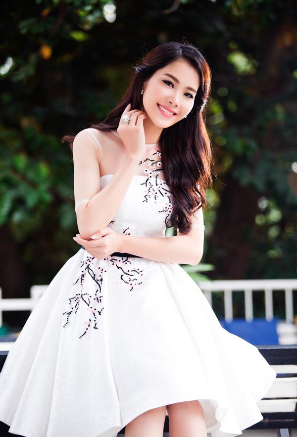 Vẻ đẹp trong trẻo của Nam Em được ví như Hoa hậu Thu Thảo 6