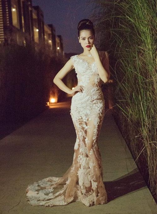Sao Việt mặc đẹp tuần qua: Ngọc Trinh diện bộ váy đính lông vũ mềm mại, nữ tính 7