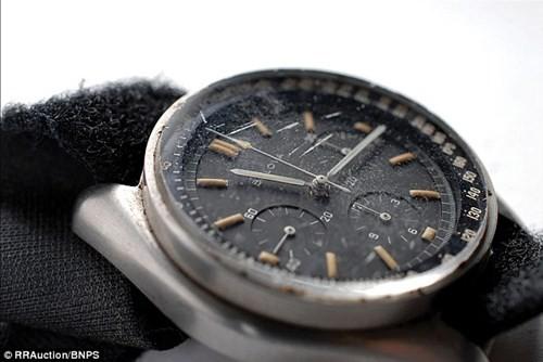Đại gia chi 1,6 triệu USD mua lại đồng hồ cũ  1