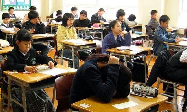 Học sinh Hàn Quốc chịu áp lực học hành lớn nhất thế giới 1