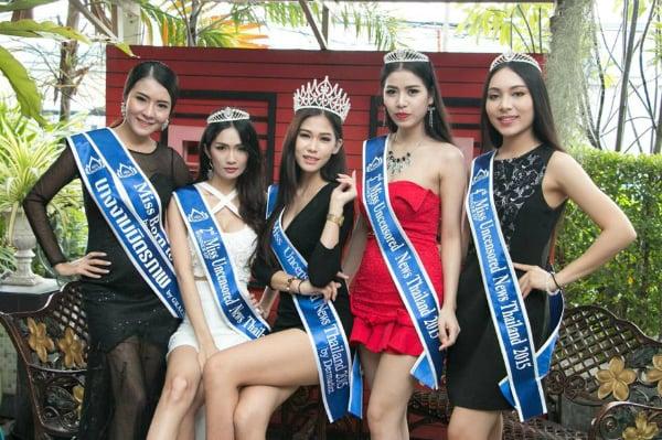Hoa hậu Thái Lan qùy lạy mẹ bị tố gian dối học vấn 5