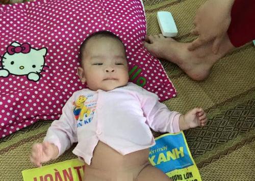 Bé gái 3 tháng tuổi bị mẹ bỏ rơi ở Hải Phòng 1