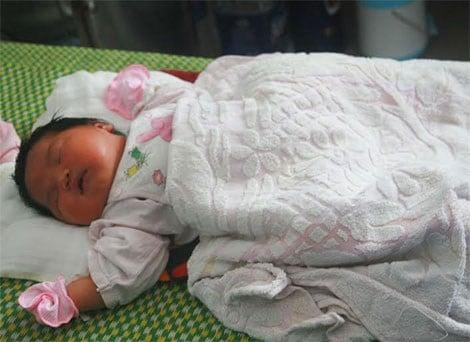 Bé gái sơ sinh nặng 5,2 kg ở Quảng Nam 1