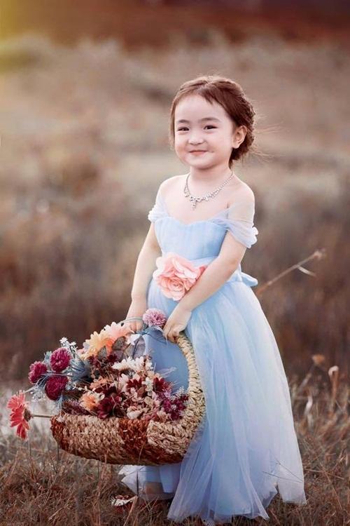 Bé gái 3 tuổi xinh như thiên thần đốn tim dân mạng 10