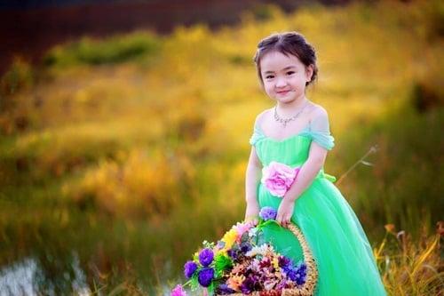 Bé gái 3 tuổi xinh như thiên thần đốn tim dân mạng 9