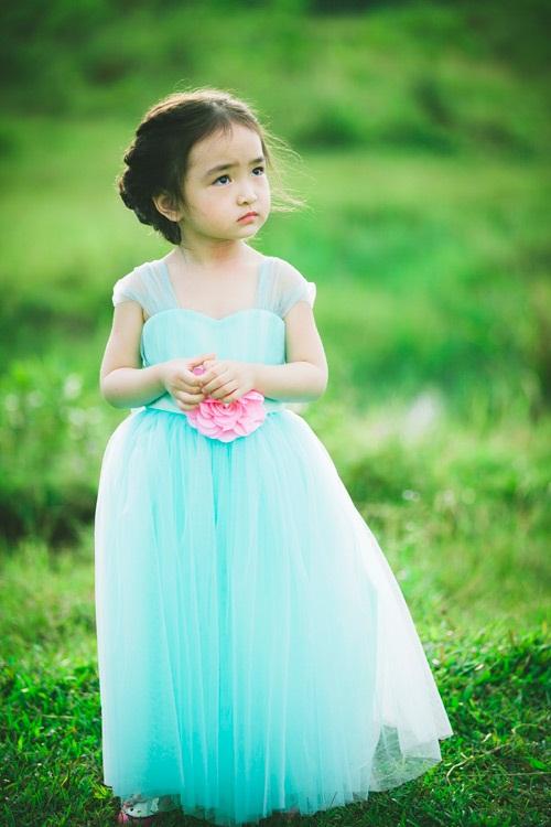 Bé gái 3 tuổi xinh như thiên thần đốn tim dân mạng 4