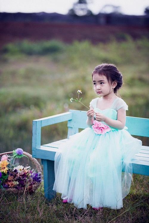 Bé gái 3 tuổi xinh như thiên thần đốn tim dân mạng 5