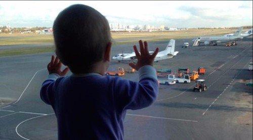 Bé gái 10 tháng tuổi thành biểu tượng thương tâm của thảm kịch máy bay Nga 1