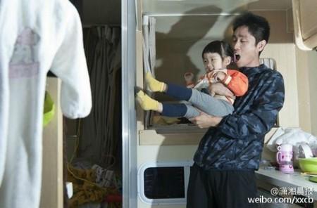 Bố bán nhà đưa con gái 2 tuổi đi vòng quanh thế giới 1
