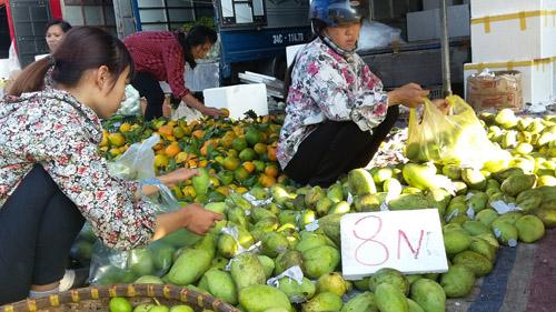 Chợ hoa quả đồng giá 8.000 đồng tại Hà Nội 7